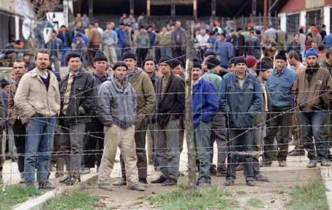 fema-camp-prisoners2