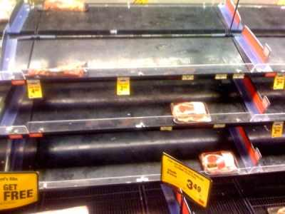 store_shelves_empty_am3vfa